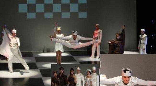 Katus Attila színházban ropja