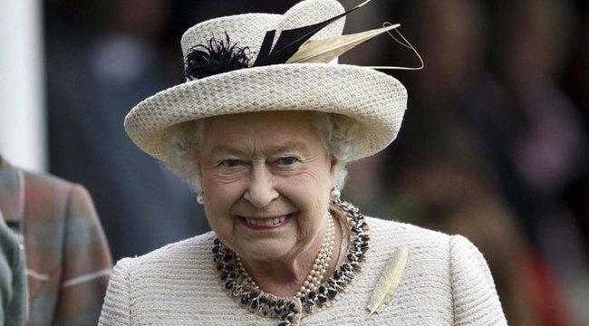 A királynő lemondására fogadnak a britek