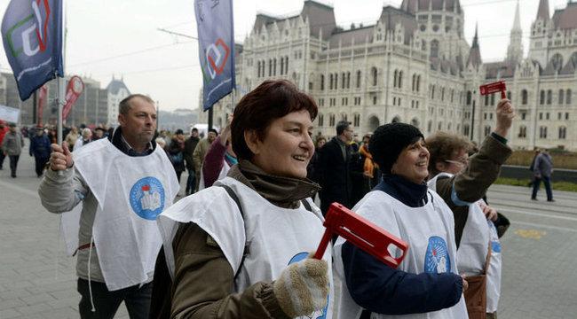 Orbán miatt sztrájkot szerveznek az iskolákban