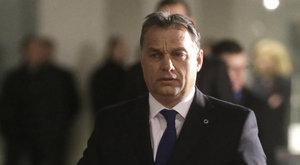 TEK-esek védik Párizsban Orbán Viktort