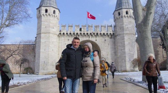 Merénylőbe futott a Mirigy énekese Isztambulban