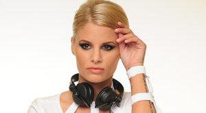 Kerekesszékbe került a gyönyörű DJ