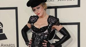 Madonna pucér fenekét nézegették Hollywoodban