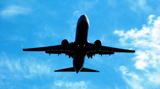 Így szórakoztatta a stewardess az utasokat - videó