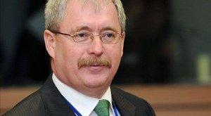 Havi 250 ezerbe berül a miniszter Facebookja