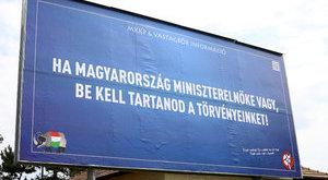 Felcsúti plakátokon froclizzák Orbánt