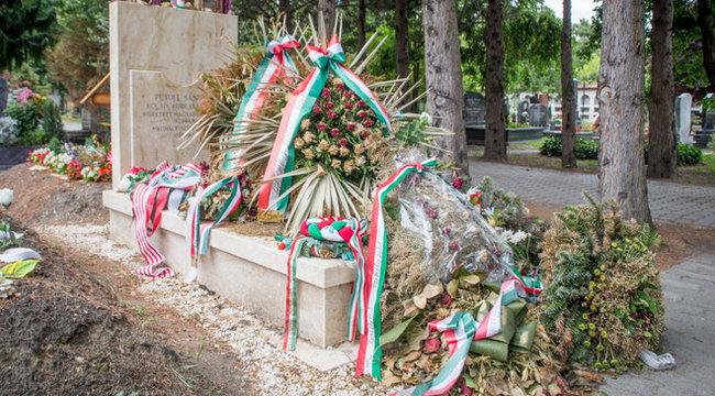 30 milliós hitelt vett fel Petőfi temetéséhez Morvai