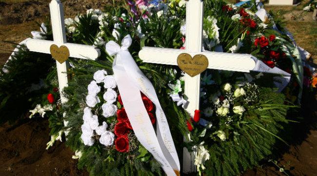 Színes lufikkal vettek búcsút a hevesi családirtó áldozataitól