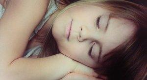 Ezért jó, ha néha az oldalán alszik