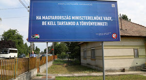 Harcias nő védte meg az Orbánt gúnyoló plakátot
