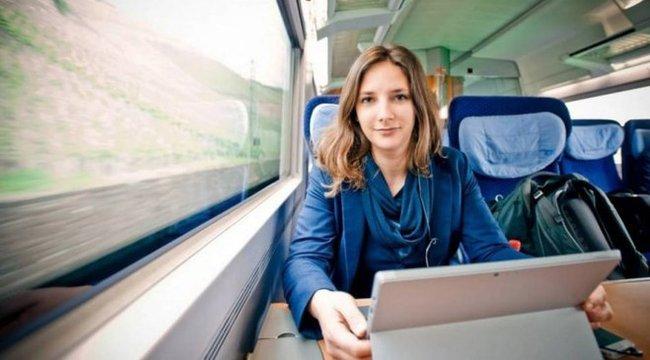 Drága volt az albérlete, ezért vonaton él a lány