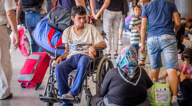 32 éves fiát pelenkázta a szír anya a Keletinél