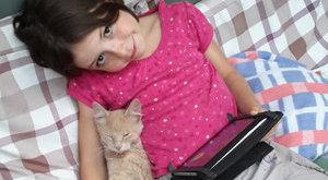 Eltűnt cicáját kőrözi az angyalföldi kislány