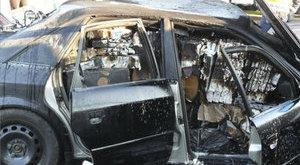 Totálkáros kocsiból húzták ki a csempészt - fotók