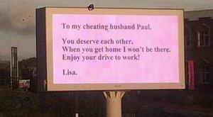 Óriásplakáton osztotta ki hűtlen férjét