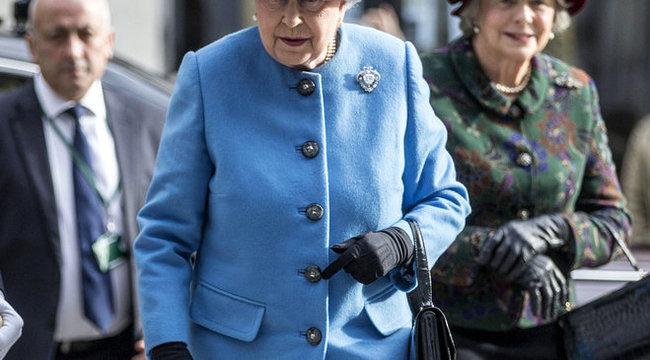 Egy kanyi vas nélkül jár-kel a királynő
