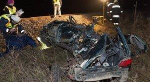 Kettős tragédia: 300 métert tolta autójukat az Intercity