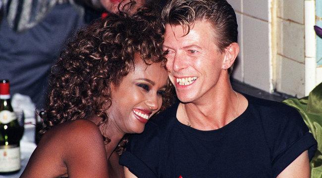 Hat infarktust élt túl David Bowie