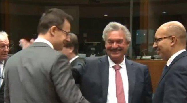 Orbán után Szijjártó is tockost kapott az Uniótól – fotóval