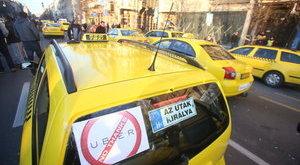 Tovább folytatódik a budapesti taxisblokád