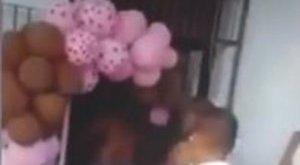 Szülinapi zsúron kapták rajta a pedofilt - videó 18+