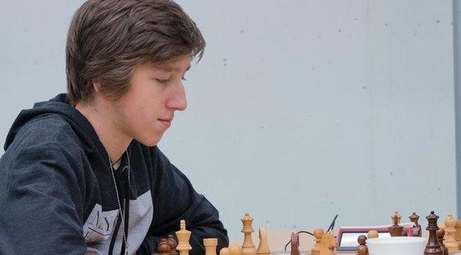 Mattolta Anandot a 16 éves egri sakkozó