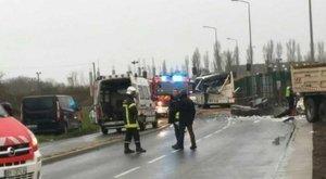 Tragédia: hat gyerek halt meg a buszbalesetben