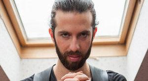 Kinek a fazonos sunáját fotózta le Varga Viktor?