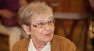 Sörrel koccintott ösztöndíjasaira Törőcsik Mari