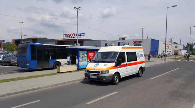 Mentőst vert a beteg a Váci úti Tesconál