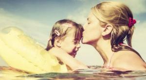 Ezért ne csókolja szájon a gyerekét