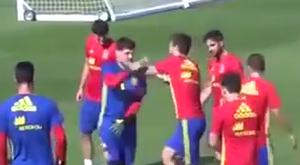 Casillas betörölt egyet Piquének