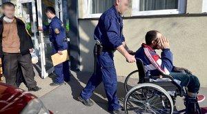Börtönt kértek a lebénult migránsra
