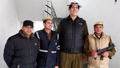 2,23 méter a világ legmagasabb közlekedési rendőre