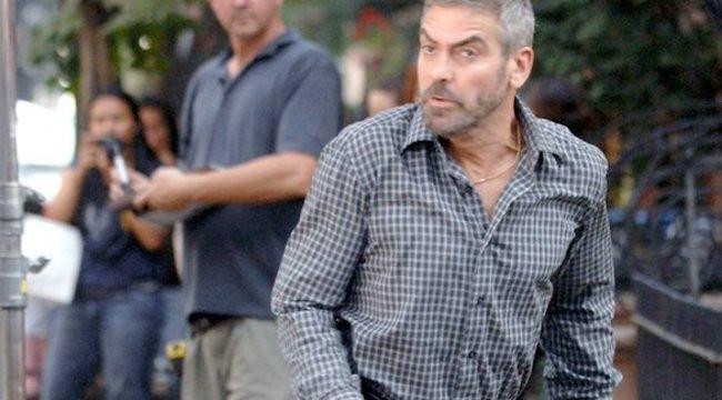 Már Clooney házánál táboroznak a menekültek