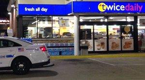 Egy férfi vécépapírral tekerte körbe a fejét, majd kirabolt egy boltot