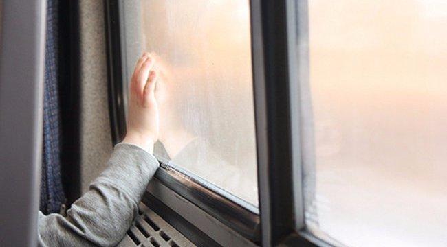 Lezuhant az ablakból, miután nem engedte ki élettársa a lakásból