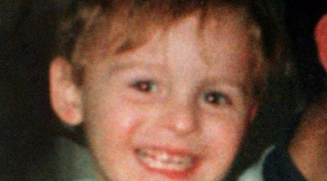 Megölt kisfia és gyilkosai nevében üzengetett az anyának