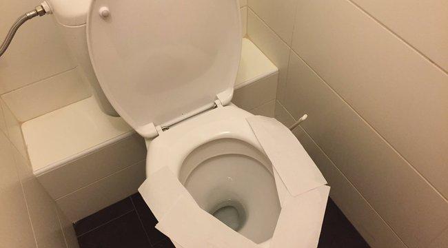 Kibéleli papírral az ülőkét? Rosszul teszi