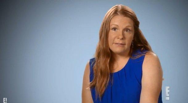 A nő, akinek a plasztikázás után rákollókhoz hasnlóak lettek a mellei