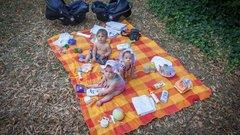 Teljes menetfelszerelés kell, ha gyerekkel strandolunk