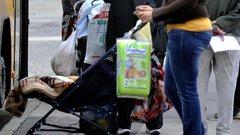 Pofátlanság: kitúrta helyéről a babakocsis anyát