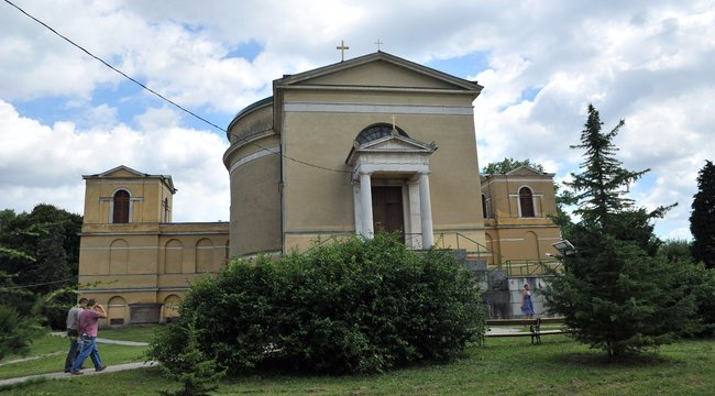 Esterházy Pétert ősi családi sírhelyre temetik
