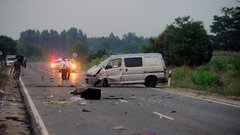 Sokkoló fotók: szétszakadt az autó a halálos balesetben