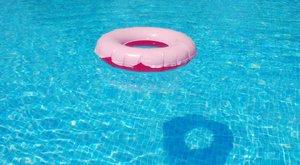 Élettelen nő lebegett a budapesti strand medencéjében