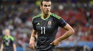 A sittről érkezik az esküvőre Bale apósa
