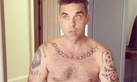 Robbie Williams teljesen meztelen videót osztott meg magáról