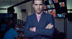 Átöltözik a piszkálódáshoz a népszerű műsorvezető