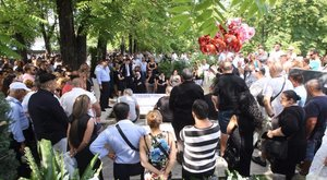 Utolsó útjára kísérik a müncheni vérengzés magyar áldozatát