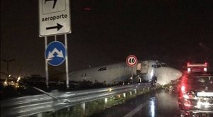 Magyar repülőt ért baleset Olaszországban – képek
